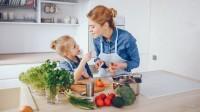 2. Masak makan bersama mama