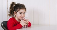 Dukung Perkembangan Kognitif Anak Mencukupi Kebutuhan Air Minum