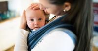 7 Bahaya Saat Mama Gunakan Gendongan Bayi Hadap Depan