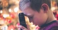 1. Membelikan Alkitab khusus anak-anak