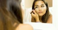 5 Cara Memakai Eyeliner Baik Benar