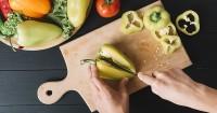 3. Bersihkan talenan pisau memasak
