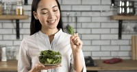 Makan Lalapan Sayur Mentah Saat Hamil, Boleh atau Tidak