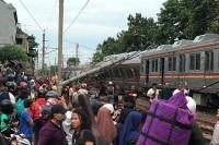 KRL Jatinegara-Bogor Anjlok, 17 Orang Terluka