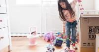 7. Merapikan mainan sendiri