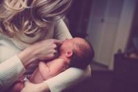 4 Hal Penting Harus Diketahui Tentang Pendengaran Bayi Baru Lahir