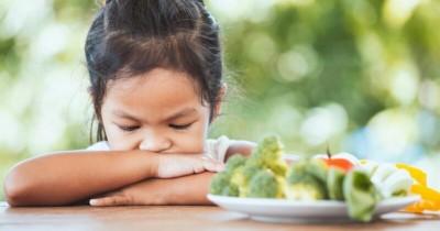 Begini, Ma! 7 Efek Buruk Memaksa Anak Menghabiskan Makanan