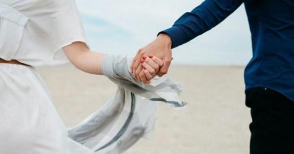 5 Arti Dibalik Sentuhan Suami Pada Istri Popmama Com