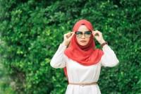 5. Gunakan pakaian simpel longgar