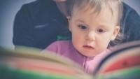 Dukung Kebiasaan Baik, Ini Tahapan Belajar Membaca Bayi hingga Balita