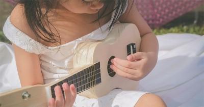 Terbukti Lebih Cerdas, Yuk Mulai Ajari Anak Main Alat Musik Sejak Dini