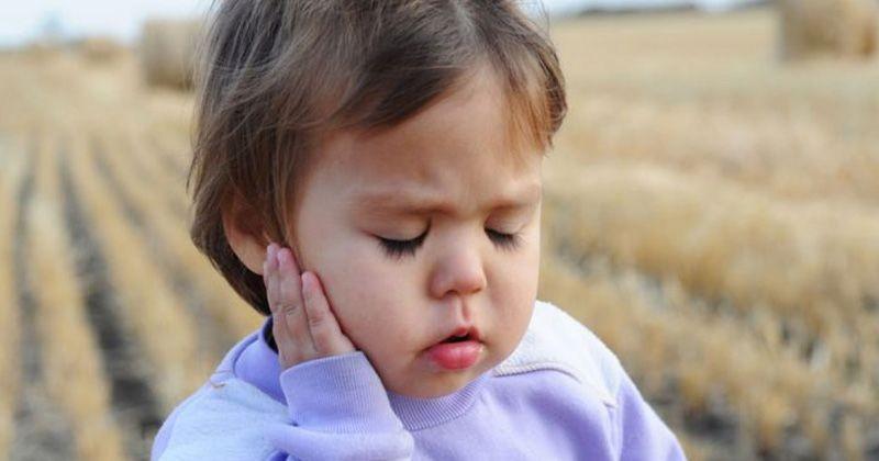 3 cara membersihkan telinga anak yang