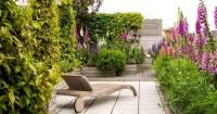 7. Membuat taman sekeliling rumah
