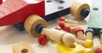 1. Mainan kayu lebih aman dimainkan oleh anak-anak