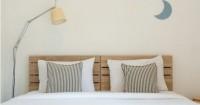 2. Gunakan warna kamar tidur netral