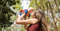 4. Mengangkat benda berat atau menggendong anak menyebabkan keguguran