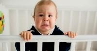 5. Keadaan sekitar tidak kondusif menyebabkan anak tiba-tiba menangis
