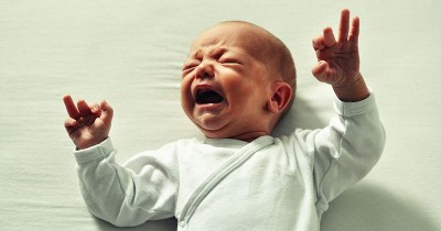 6 Tips Menangani Bayi yang Selalu Menolak Hal Baru