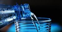 2. Memperbanyak air putih mencukupi kebutuhan cairan tubuh