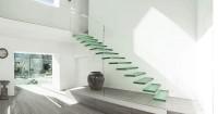 6. Jangan menaiki tangga