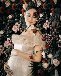 3. Mengabadikan momen kehamilan maternity shoot