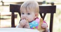 Memperkenalkan Tekstur Makanan Bayi Sesuai Tahapan Usianya