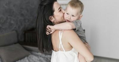 Viral! Bayi Sakit karena Diciumi. Ini Pelajaran yang Bisa Mama Ambil