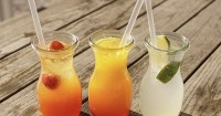 4. Pilih air putih dibandingkan minuman kemasan