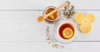 4. Mengonsumsi teh lemon madu