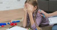 2. Seorang Mama sedih lihat anak stres lantaran tak lolos