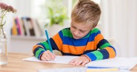 4. Pilihlah warna meja belajar disukai oleh anak