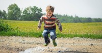 Perkembangan Umum Anak Usia 2 Tahun Melompat Berimajinasi