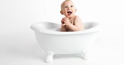Rekomendasi 10 Sabun Mandi yang Cocok untuk Kulit Sensitif Bayi