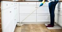 4. Bantu lakukan pekerjaan rumah tangga