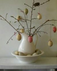 4. Gunakan batang anggur kering pohon telurmu