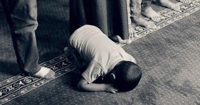 25 Inspirasi Nama Anak Laki-Laki Islami Berawalan Huruf A-E