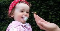 Perkembangan Bayi Usia 10 Bulan: Apakah Ia Mudah Bergaul atau Pemalu?