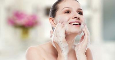 5 Kandungan Facial Wash yang Sebaiknya Kamu Hindari