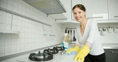 Lakukan 5 Cara Tepat Ini untuk Membersihkan Dapur yang Berminyak