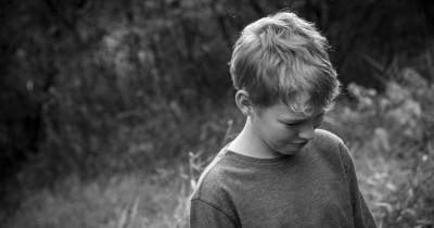 5 Tips untuk Menangani Anak yang Galau karena Puber Terlalu Cepat