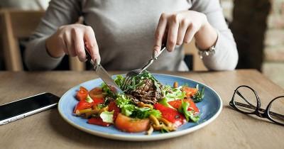 Makanan dan Minuman yang Baik Dikonsumsi Saat Program Bayi Tabung
