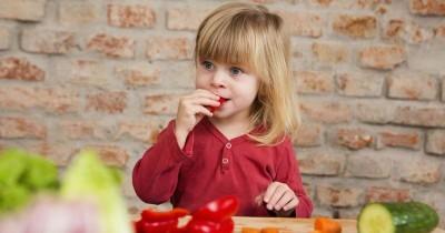 Ini Dia Gejala Keracunan Makanan pada Anak