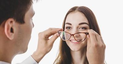 Punya Mata Minus, Bisakah Melahirkan Secara Normal?