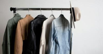 5 Model Standing Hanger yang Bisa Kamu Letakkan di Rumah