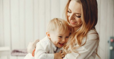 5 Solusi Atasi Anak yang Lebih Dekat dengan Pengasuh
