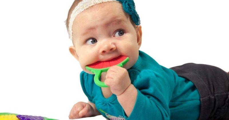 1. Teether atau mainan gigit