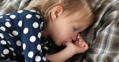 Waspada! Kenali Bahaya Kebiasaan Buruk Anak Mengisap Jempol