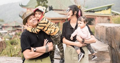 15 Foto Bahagia Keluarga Sharena Gunawan dan Ryan Delon