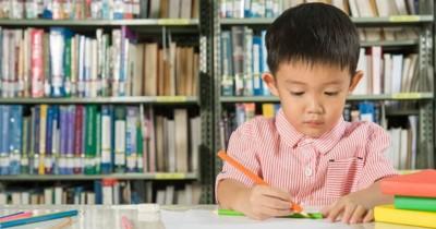 Kapan Usia Tepat Mendaftarkan Anak ke Sekolah