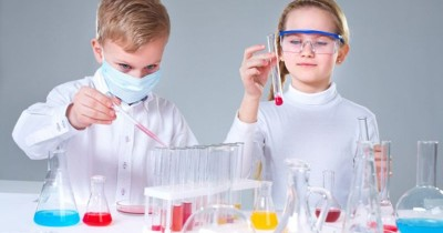 Cara Mengajak Anak Belajar Kimia Aman Menyenangkan